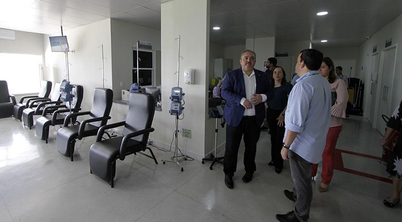 Hospital Mestre Vitalino recebeu visita do secretário estadual de Saúde