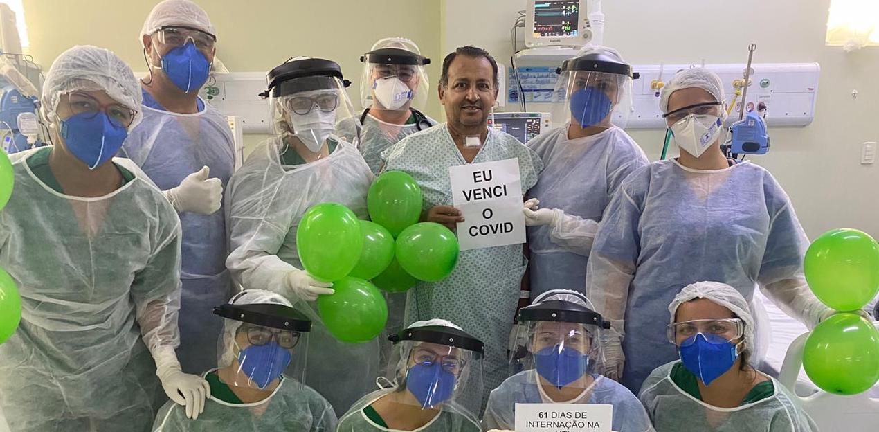 Paciente recebe alta da UTI Covid após 61 dias de internamento